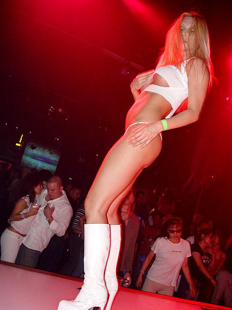 Голая девушки в ночных клубах хотел